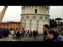 Troll high-fiving people in Pisa